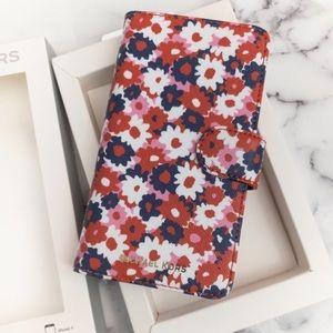 ⭐️Michael Kors Carnation Folio Case iPhone X/Xs